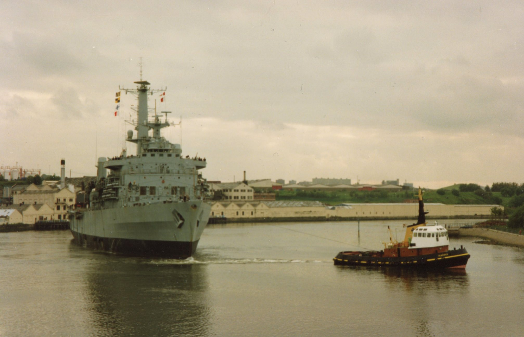 HMS Intrepid June 1990.jpg